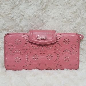 Pink Coach Wallet. Good condition.